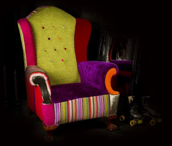 Colorful-Sofas-Renovated-with-Hodgepodge-Style-and-Light-Colors