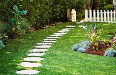 Small-Garden-Footpaths-Ideas
