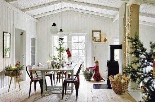 Scandinavian-Christmas-decor-seaside-home-Rågeleje-Denmark-Photos-Frederikke-Heiberg-Lantliv-Magazine