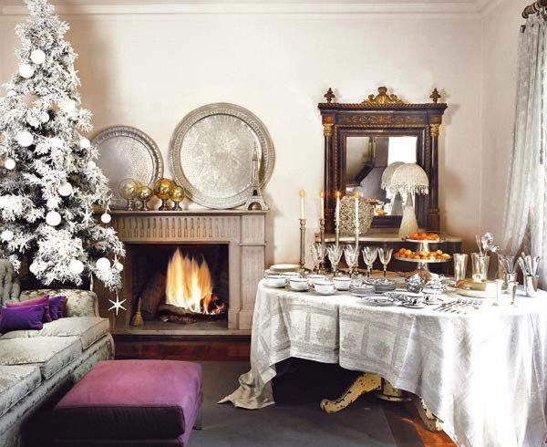 White-Christmas-Interior-decoration-with-Snow-Effect-Christmas-Tree-and-Simple-White-Xmas-Table-Decoration-Ideas