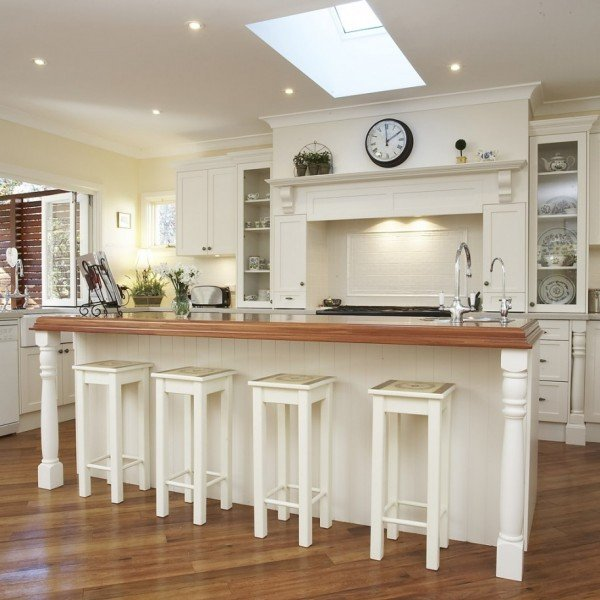 amazing-classical-country-kitchen-designs-white-cabinets-wooden-style-floor-915x916