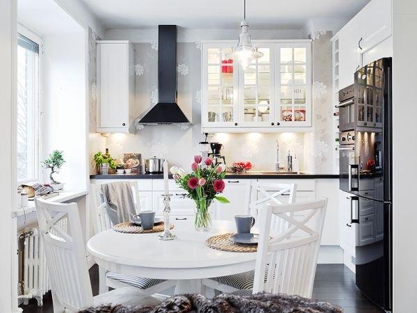 flowers-wallpaper-in-kitchen