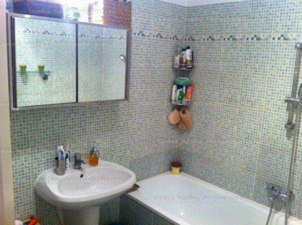 Ez valószínűleg egy jó, új fürdő. Az ügynököt elzavarnám.