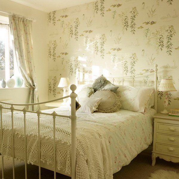 Cream-and-Floral-Bedroom-with-Wallpaper