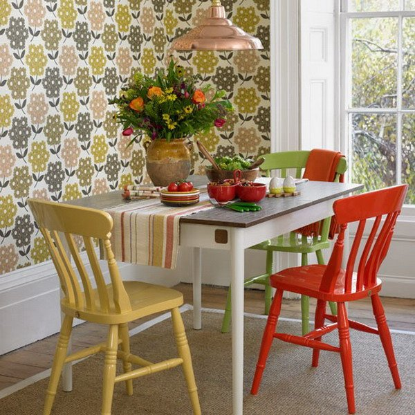 Small-Dining-Room-with-Dining-Table-and-Colored-Dining-Chairs