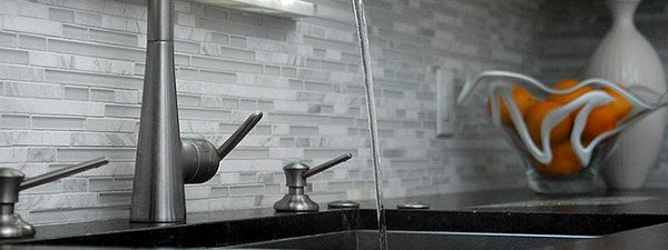 black-countertop-white-backsplash-glass-marble