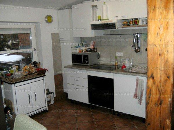 Felújított korrekt konyha, csak az a 10 perc pakolás hiányzik, de az nagyon!