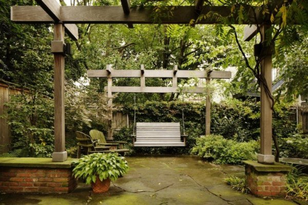 Kim Hoyt Architect Boerum Hill Project with Stone Paving and Trellis and Wood Swing, Gardenista