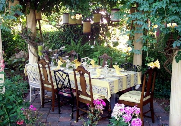 easter-brunch-outdoor-garden
