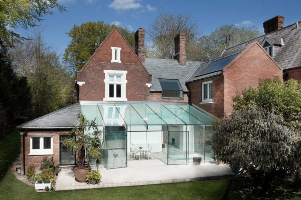 historic-brick-house-with-modern-glass-wing-and-interiors-1