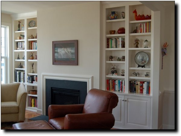 Cool-Built-In-Bookshelves-with-Fireplace-Design