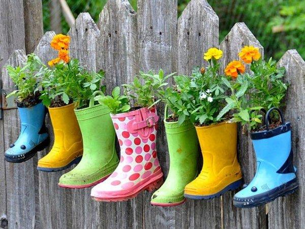 rainboot-planters-636