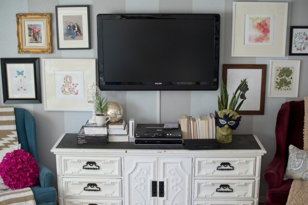 Decorating around the TV with a gallery wall-25