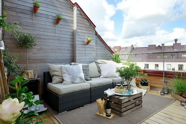 cozy-apartment-scandinavian-style-balcony-day-1-thumb-630x422-15201