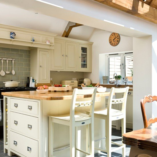 Cream-and-Wood-worktop-kitchen-Ideal-Home-Housetohome