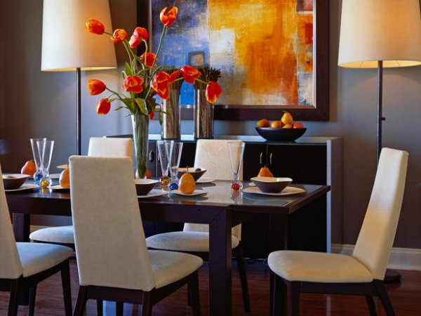 DP_beasley-orange-white-dining-room_s4x3_lg