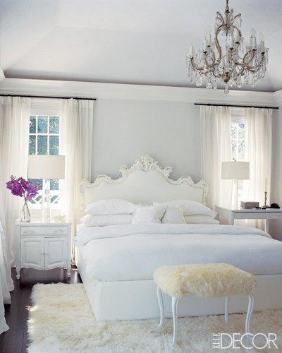 chandelier-in-bedroom-elledecor