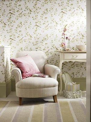 01-pr-floral-wallpaper-armchair-laura-ashley-bedroom-ideas-homes-tHj2oq-med