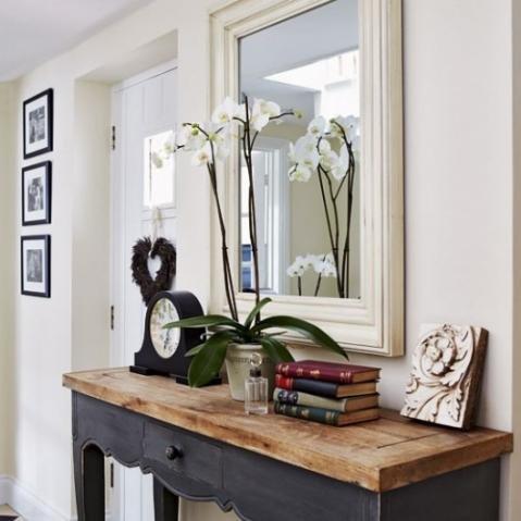 mirror-ideas-in-a-hallway