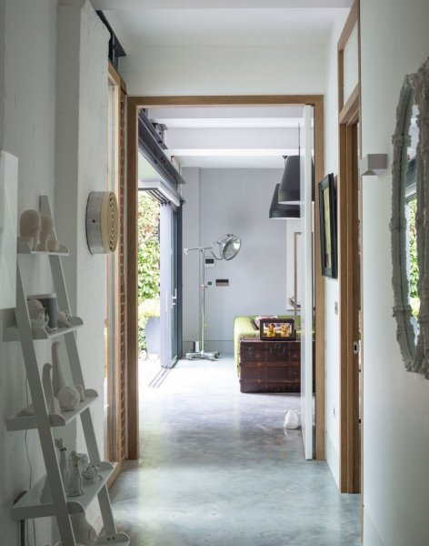 Modern-white-hallway-with-stone-wall