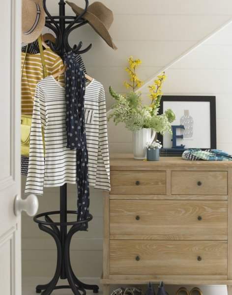 Neutral-country-hallway-with-chest-of-drawers