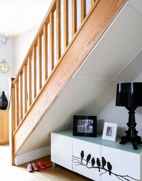 White-hallway-with-wooden-staircase