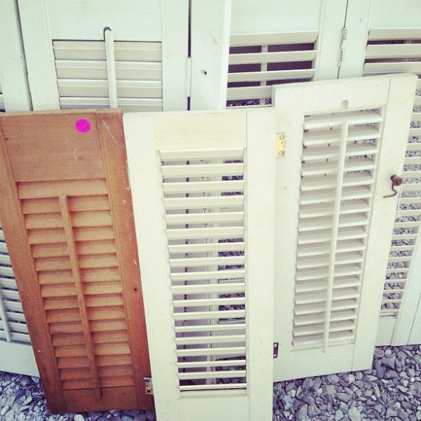 bedroom-ideas-shutter-wall-bedroom-ideas-home-decor-repurposing-upcycling