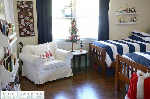 Boys-Bedroom-Christmas-ItsOverflowing-5