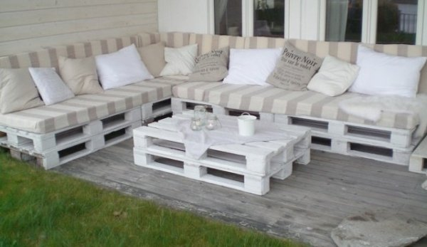 patio-furniture-recycled-wood-seating-area-coffee-table-pallet-furniture-ideas