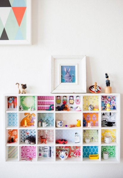 DIY-kids-room-shelves-splash-of-color-600x869