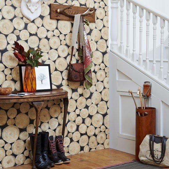 Wood-effect-wallpaper-in-hallway