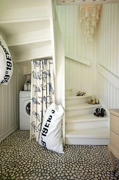 11-ways-to-use-space-under-stairs-3