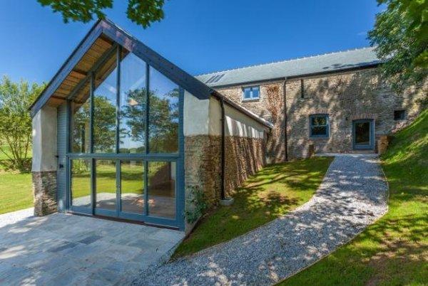 27631ff6-a148-4e83-aa25-23ea1c787722_beautiful-barn-for-sale-Devon