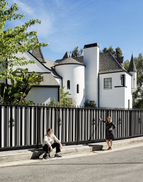 welcome-to-the-novogratz-familys-new-home-the-castle-in-los-angeles-california