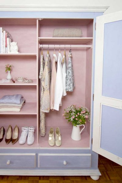 Blue-and-pink-wardrobe