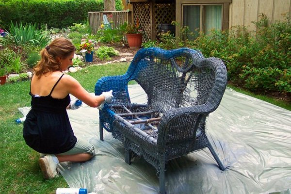 Wicker-Loveseat-Chair-Garden-Container-Project-Paint
